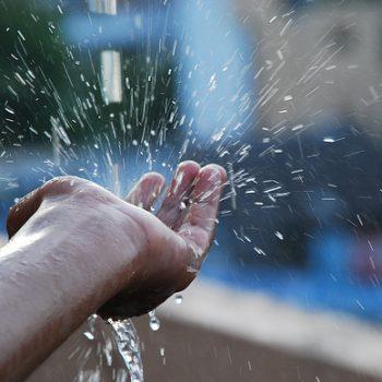 Nước mưa có sạch ko? Có nên sử dụng nước mưa không?