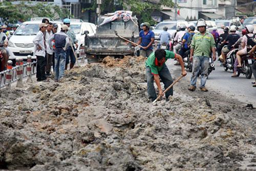 Đã có giải pháp xử lý bùn thải thoát nước đô thị