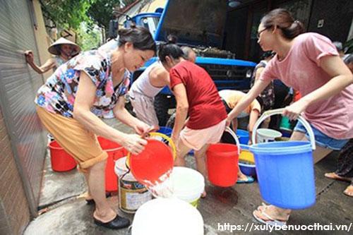 mua nước sạch bằng xe téc